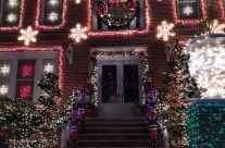 "Dyker Heights, a ""Christmas Spectacular"" neighborhood !"