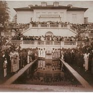 The Villa Lewaro terrace filled with guests in 1924